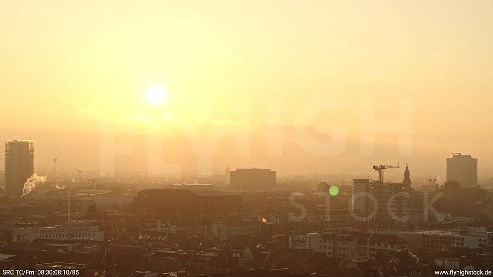 Düsseldorf Rheinufer Skyline tiefer Parallelflug morgens F002_C005