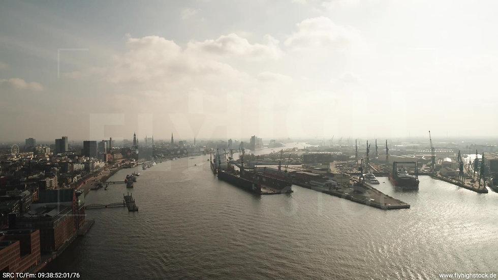 Hamburg Hafen Überflug Elbe tagsüber