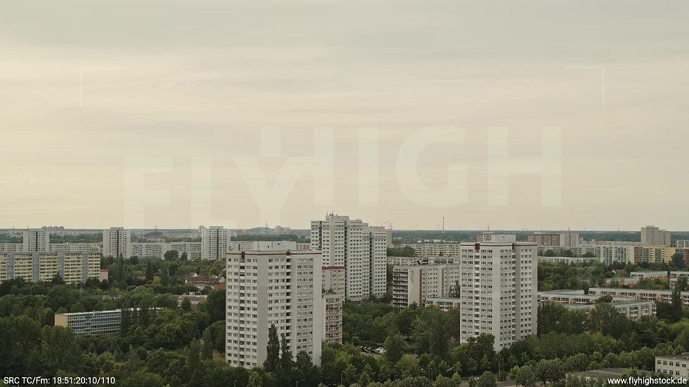 Berlin Marzahn Skyline Parallelflug tagsüber 11