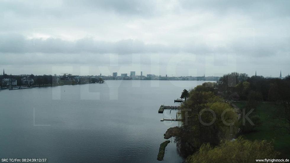 Hamburg Außenalster Überflug Skyline tagsüber bewölkt