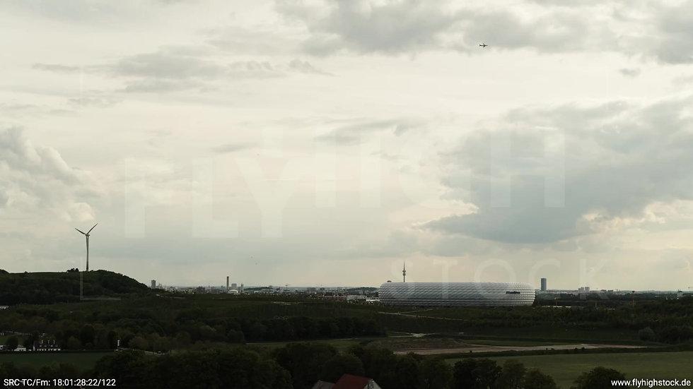 München Allianz Arena Skyline Rückflug nach oben tagsüber