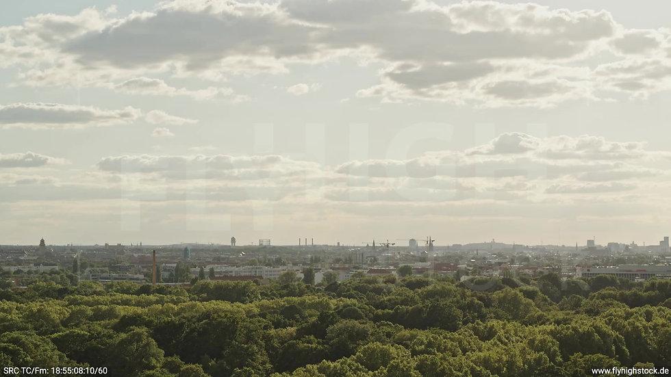 Berlin Treptower Park Skyline Zuflug tagsüber 5
