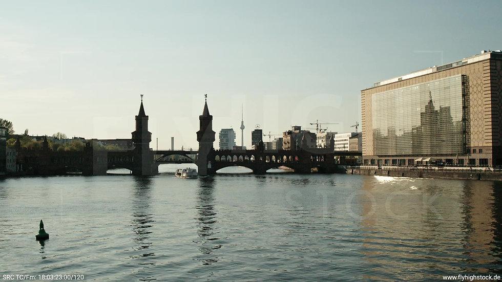 Berlin Oberbaumbrücke Skyline Hub tagsüber 2