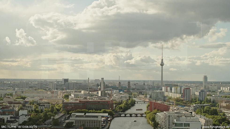 Berlin East Side Gallery Skyline Rückflug tagsüber 6