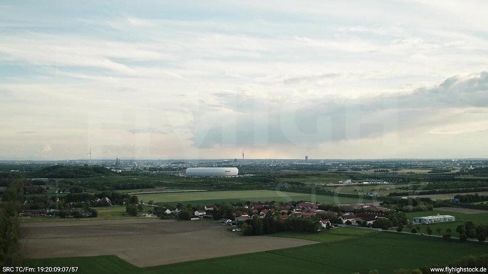 München Allianz Arena Skyline Zuflug tagsüber 6