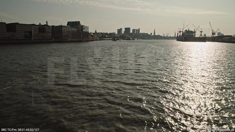 Hamburg Altonaer Holzhafen Skyline Zuflug nach oben morgens 5