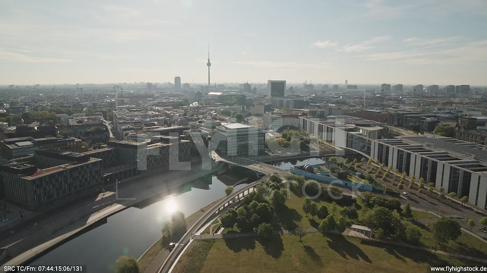 Berlin Spreebogenpark Ost Skyline Zuflug tagsüber D031_C007