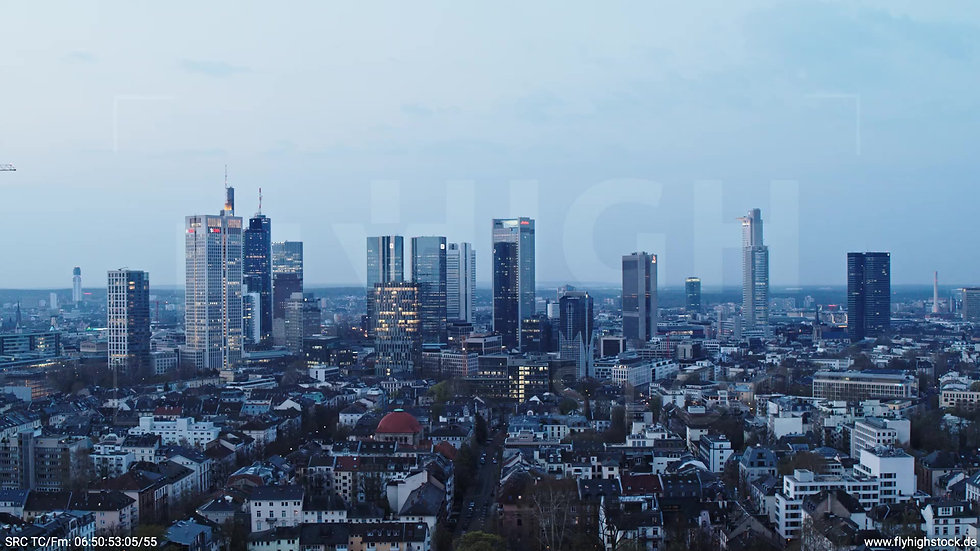 Frankfurt Grüneburgpark Parallelflug Skyline morgens 4