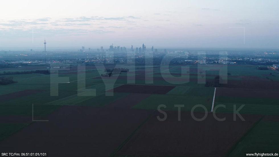 Frankfurt Skyline Zuflug morgens 5