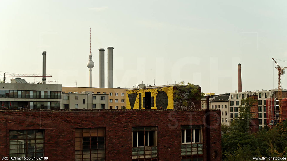 Berlin Köpenicker Str. Heizkraftwerk Zuflug nach oben tagsüber D001_C035