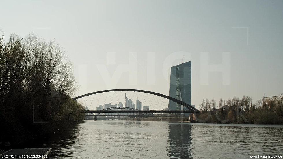 Frankfurt Osthafenbrücke Hub Skyline tagsüber 3