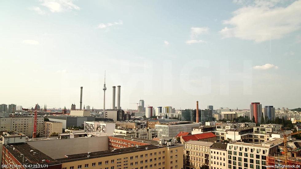 Berlin Köpenicker Str. Skyline tiefer Rückflug tagsüber D001_C029
