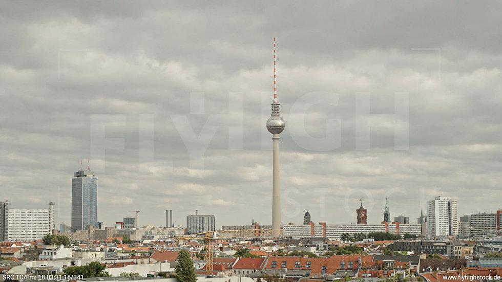 Berlin Volkspark am Weinberg Alexanderplatz Skyline Hub tagsüber 6