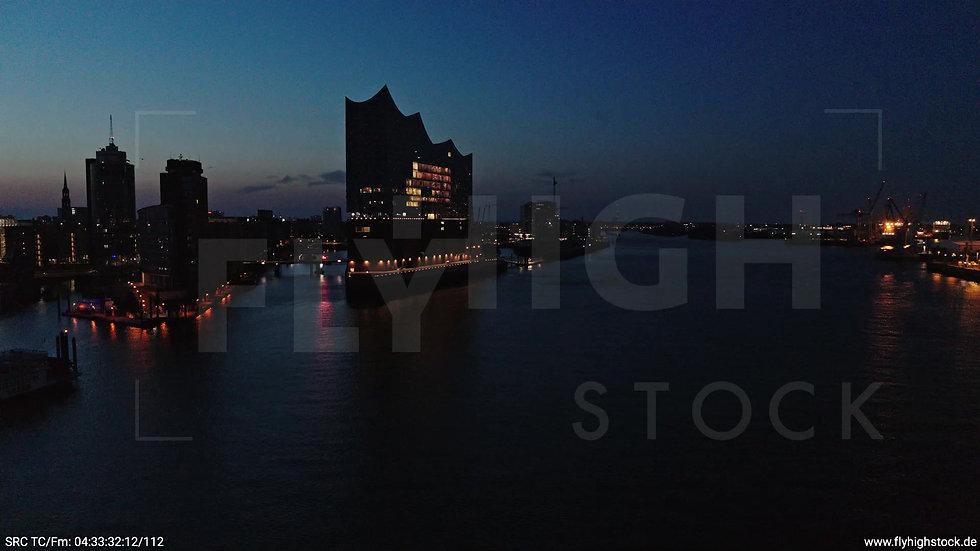 Hamburg Hafen Elbphilharmonie tiefer Zuflug morgens 3