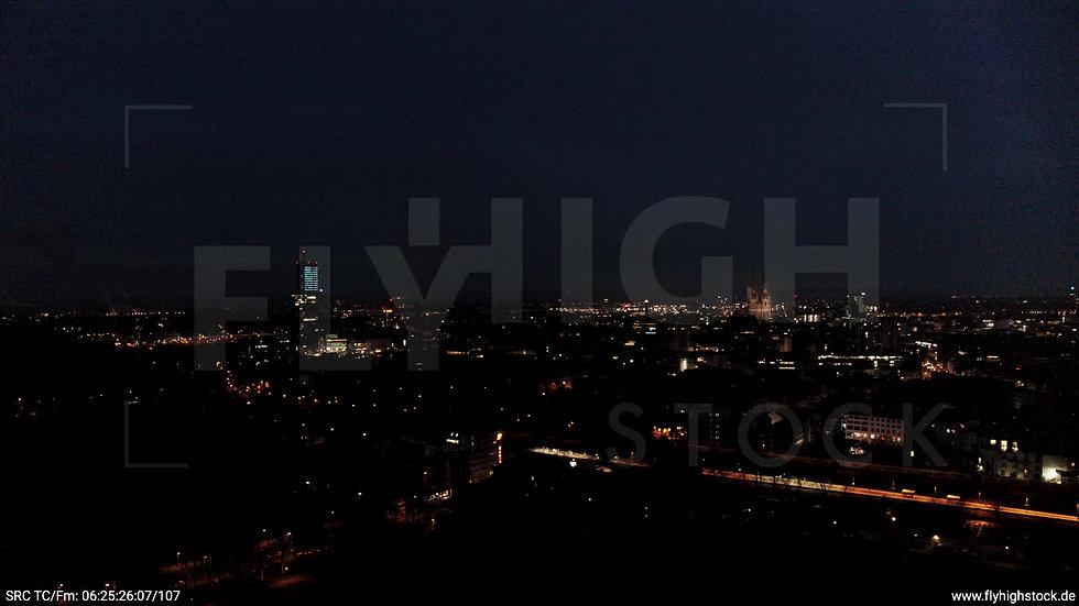 Köln Innerer Grüngürtel Dom Skyline Zuflug nachts 2