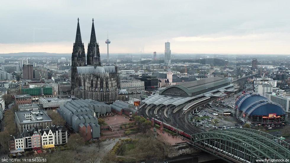 Köln Kennedy-Ufer Skyline Rückflug tagsüber 4