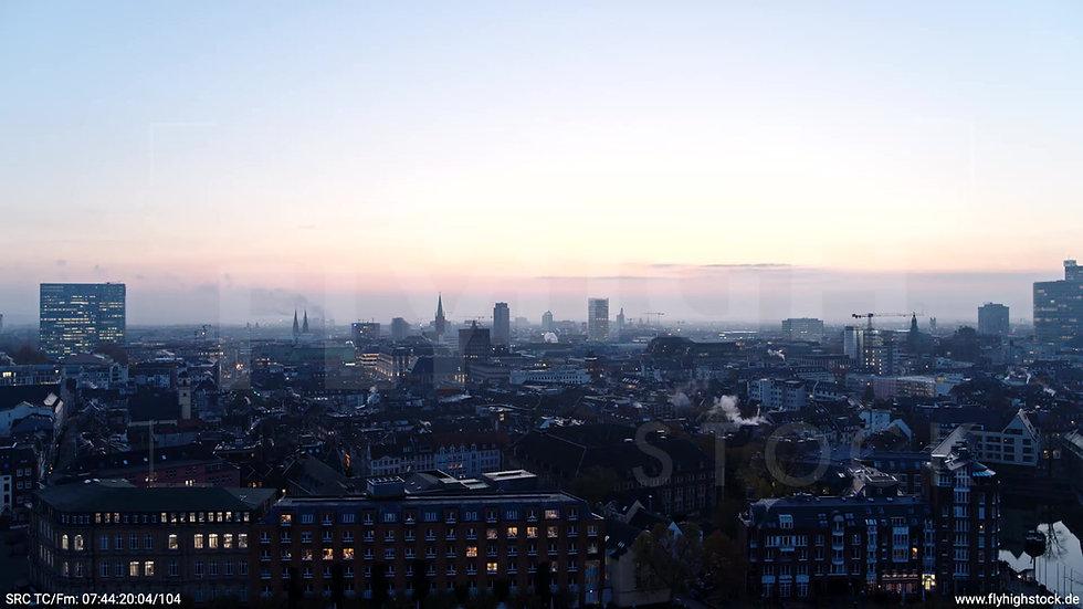 Düsseldorf Rheinufer Skyline Rückflug nach oben morgens F001_C008