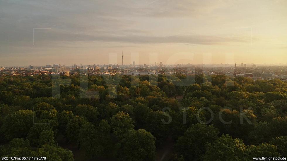 Berlin Hasenheide Skyline Zuflug morgens 7