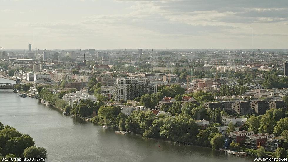 Berlin Treptower Park Stadtteil-Shot Alt-Stralau Zuflug nach unten tagsüber