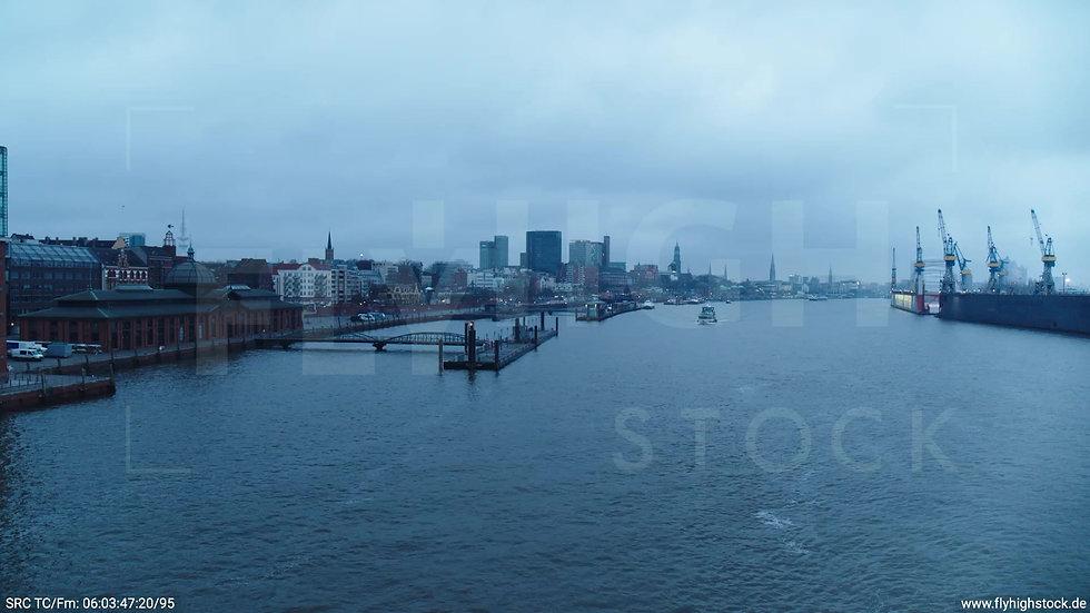 Hamburg Hafen Hub Fischmarkt morgens