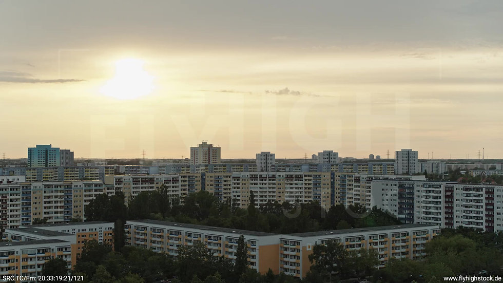 Berlin Marzahn Stadtteil-Shot Parallelflug abends