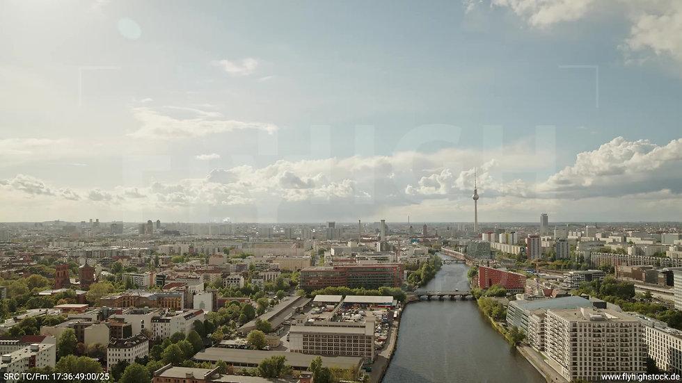 Berlin East Side Gallery Skyline Rückflug tagsüber 3