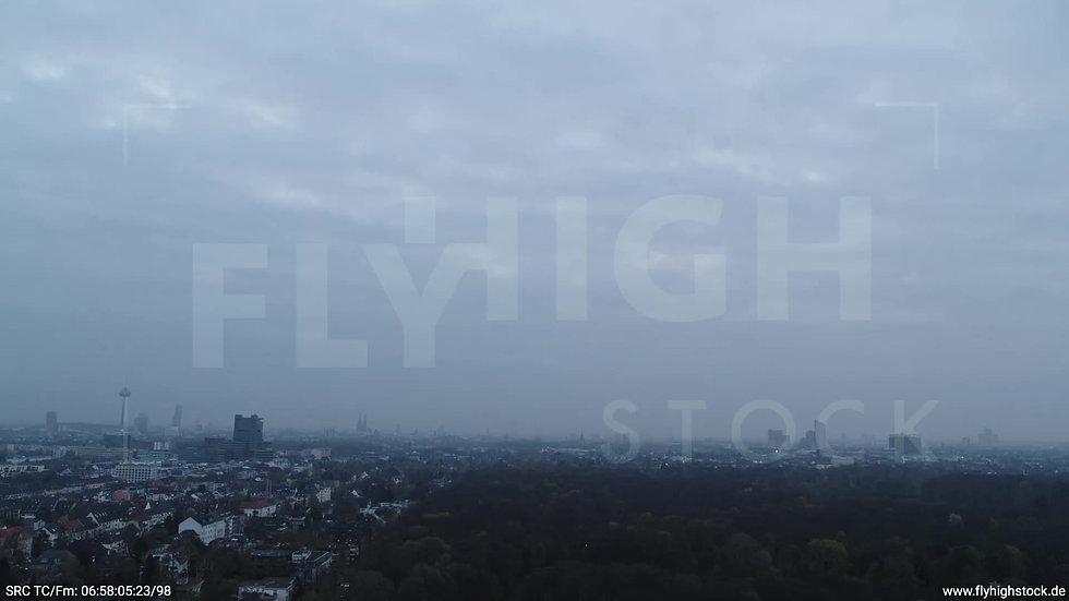 Köln Stadtwald Skyline Parallelflug morgens 2