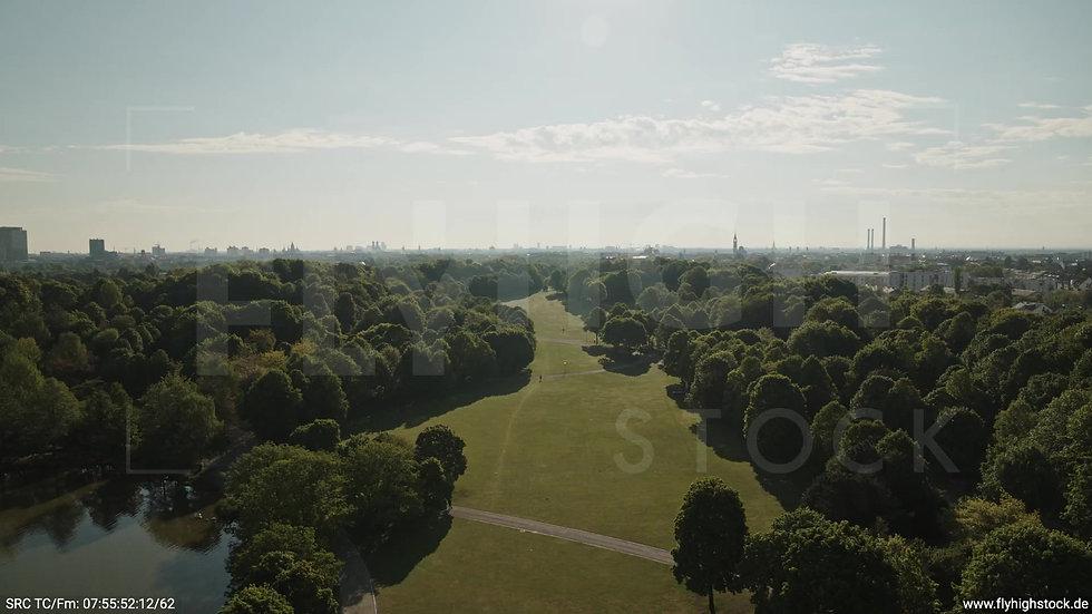 München Westpark West Skyline Zuflug tagsüber