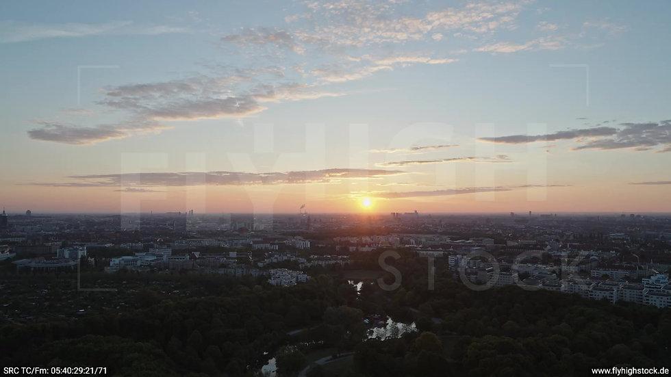 München Westpark Ost Skyline Zuflug morgens 10