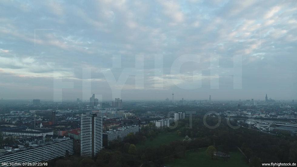 Köln Vorgebirgspark Skyline Zuflug morgens 15