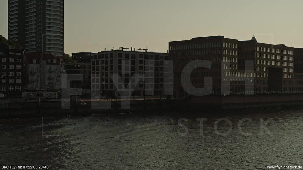 Hamburg Altonaer Holzhafen Skyline Zuflug nach oben morgens 3