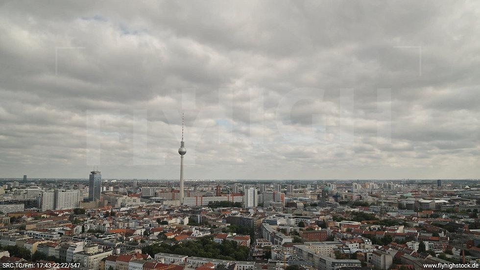 Berlin Volkspark am Weinberg Alexanderplatz Skyline Hub tagsüber 3