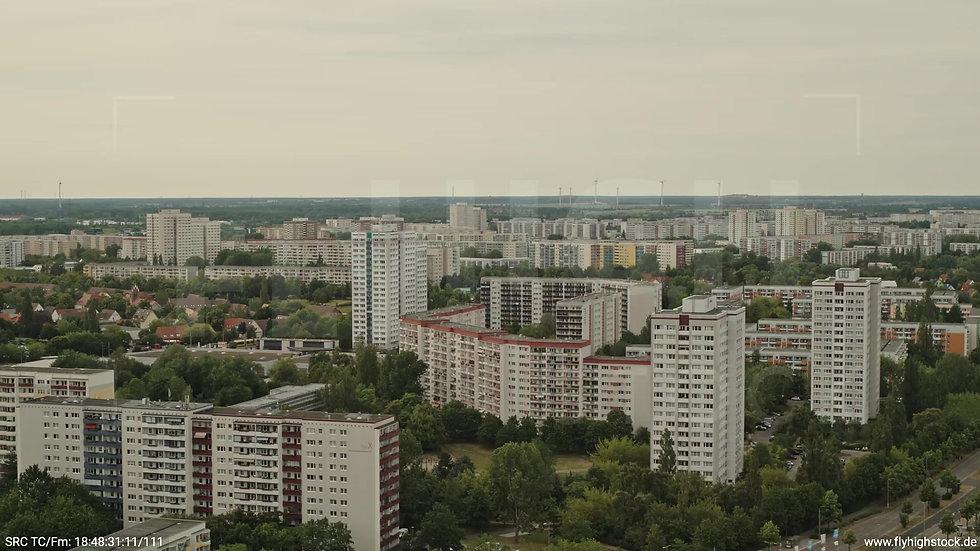 Berlin Marzahn Skyline Zuflug nach unten tagsüber 5