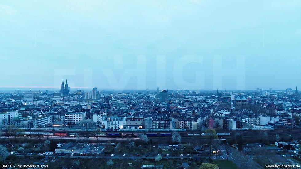 Köln Innerer Grüngürtel Dom Skyline Parallelflug morgens 2