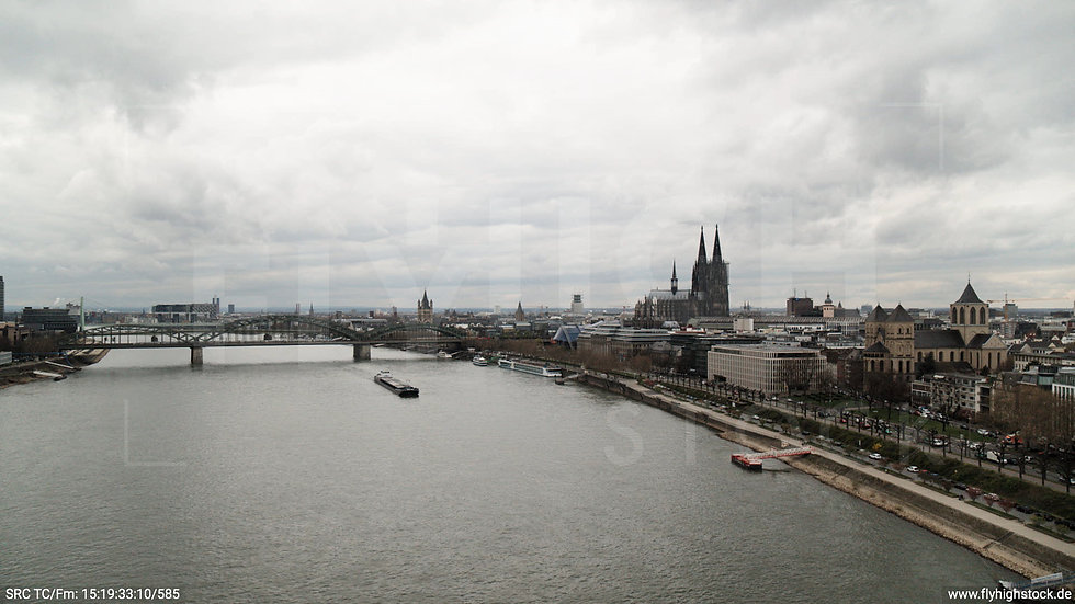 Köln Westufer Skyline Hub nach links oben tagsüber