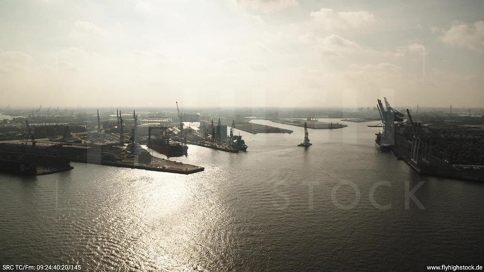 Hamburg Hafen Zuflug Steinwerder tagsüber