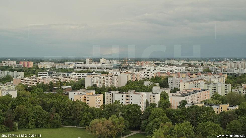 München Ostpark Stadtteil-Shot Rückflug nach oben tagsüber 2