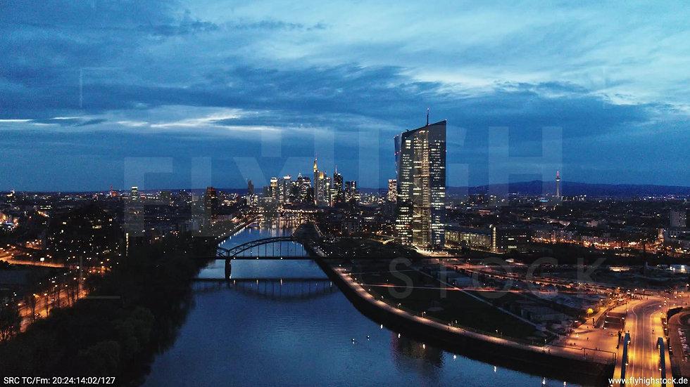 Frankfurt Osthafenbrücke Rückflug Skyline abends 13