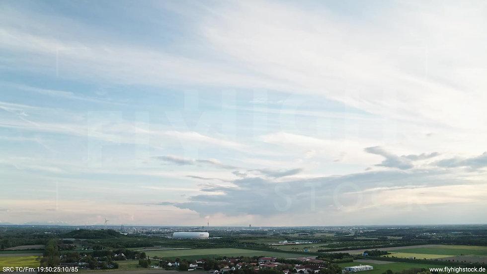 München Allianz Arena Skyline Zuflug tagsüber 7