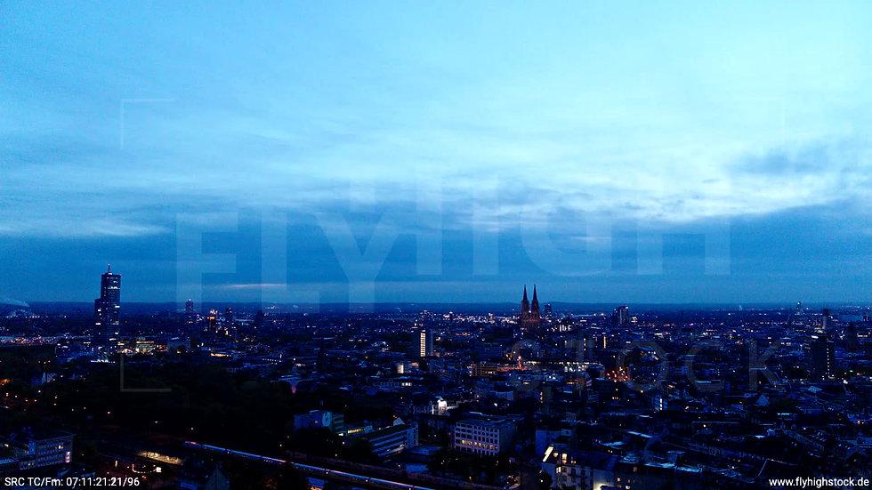 Köln Innerer Grüngürtel Skyline Parallelflug morgens C025_C004