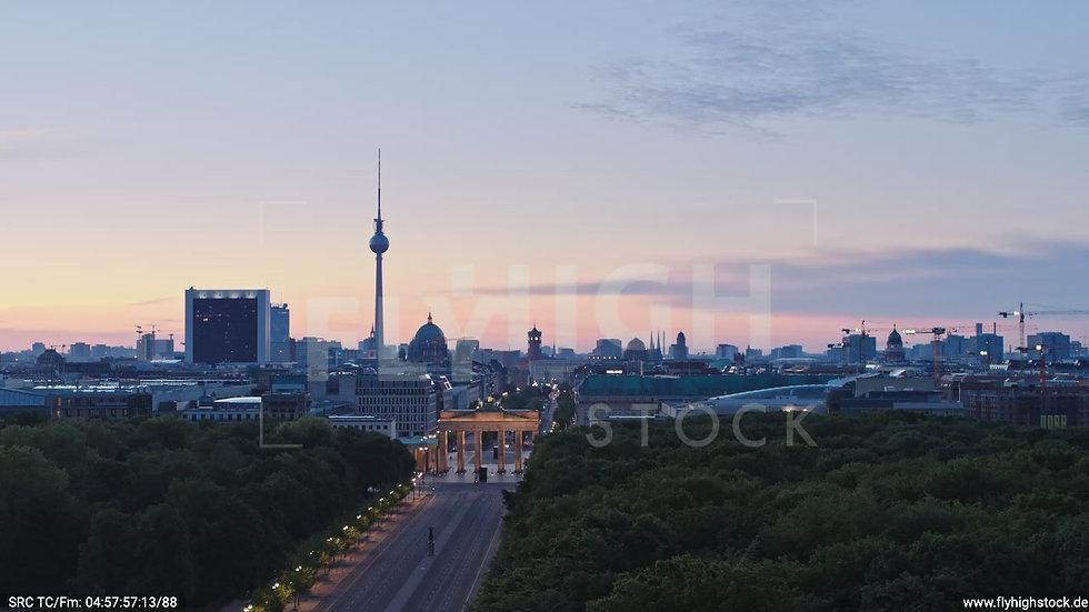 Berlin Tiergarten Brandenburger Tor Zuflug morgens D028_C008