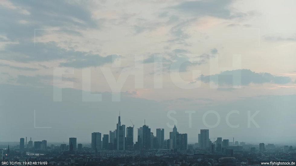 Frankfurt Ostpark Rückflug Skyline abends 2