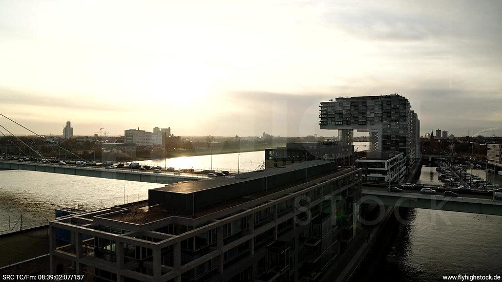 Köln Rheinauhafen Severinsbrücke tiefer Zuflug morgens C026_C012