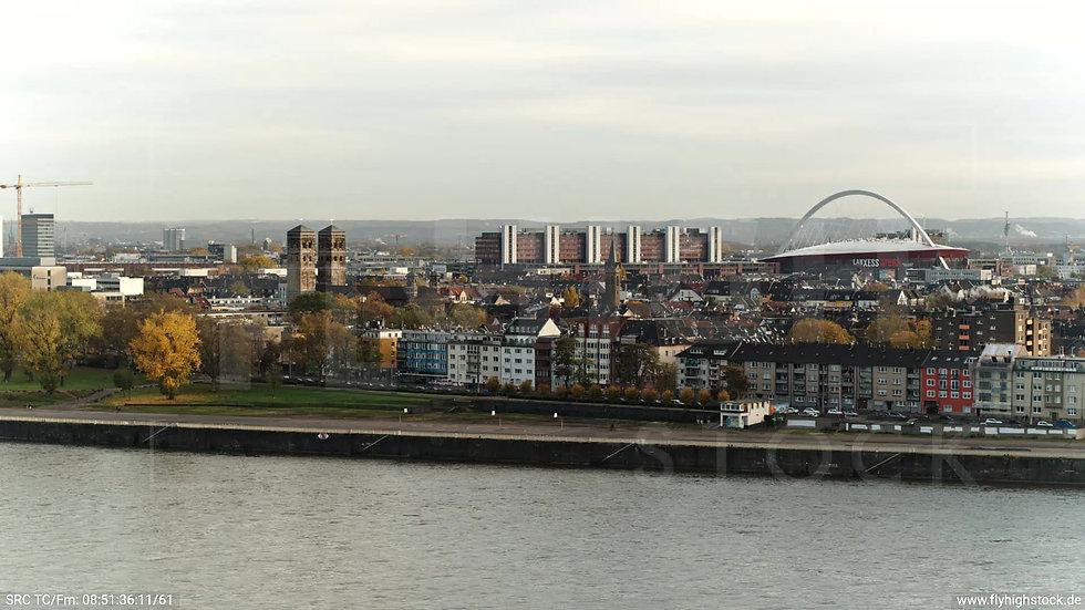 Köln Rheinauhafen Lanxess Arena tiefer Parallelflug morgens C027_C003