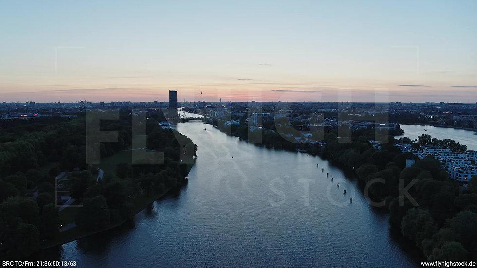 Berlin Treptower Park Skyline Zuflug abends 6