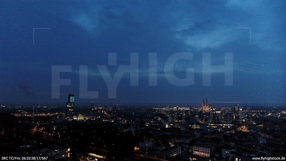 Köln Innerer Grüngürtel Dom Skyline Hub morgens