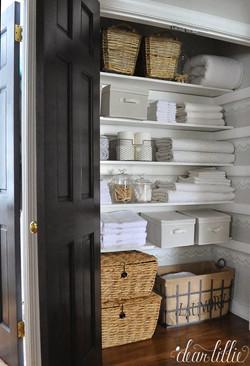 Linen-Closet-Organization.jpg