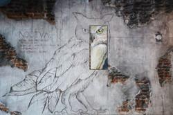 Lilit_Noctva_-_Mural_agrietado_con_instalación_pictórica_-_2015
