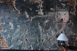 Belphegor_Lvpvs_-_Mural_agrietado_con_instalación_pictórica_-_2015
