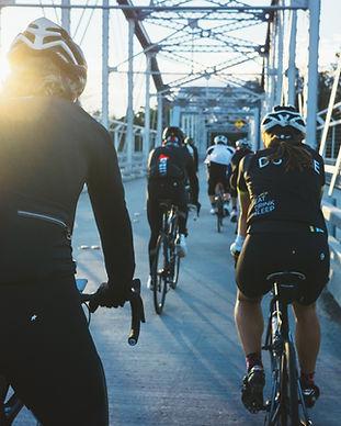 Fahrräder auf einer Brücke